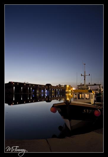 http://la-rose-noir.chez-alice.fr/BlogPhotoLoireAtlantique/bateau_de_peche_port_saint_nazaire_base_sous_marine_de_nuit_bye_night_mrtimmy_photographie_photographe_loire_atlantique_image_picture.jpg