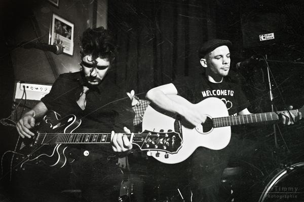 http://la-rose-noir.chez-alice.fr/BlogPhotoLoireAtlantique/concert_le_violon_dingue_nantes_slim_wild_boar/photo_ancienne_concert_le_violon_dingue_nantes_2011_slim_wild_boar_style_blues_rockabilly_contry.jpg