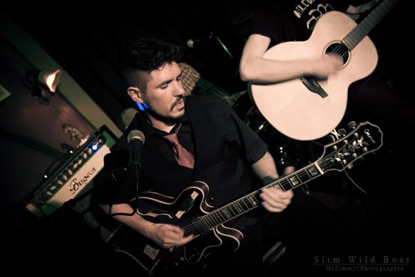 http://la-rose-noir.chez-alice.fr/BlogPhotoLoireAtlantique/concert_le_violon_dingue_nantes_slim_wild_boar/photo_passe_couleur_concert_le_violon_dingue_nantes_2011_slim_wild_boar_style_blues_rockabilly_contry.jpg