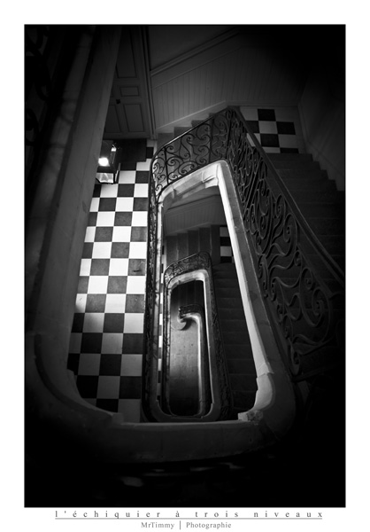 http://la-rose-noir.chez-alice.fr/BlogPhotoLoireAtlantique/l_echiquier_a_trois_niveaux_escalier_colimacon_nantes_photographe_mrtimmy_ile_feydeau_photographie_urbaine_architecture.jpg