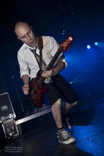 http://la-rose-noir.chez-alice.fr/BlogPhotoLoireAtlantique/les_nazairiennes_2011_ministere_magouille/Ministere_Magouille_musique_scene_concert_salle_jacques_brel_saint_nazaire_rock_festif_variete_francaise_chanson_mrtimmy_photographe_mr_timmy_guitariste.jpg