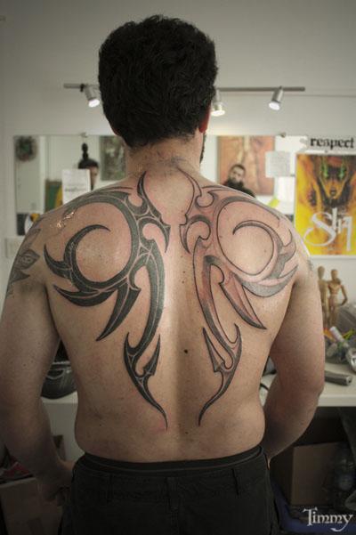 Nouveau tatouage ! Battle_fusion_art_machine_de_tatoueur_aiguille_tatouage_sterilise_usage_unique_blue_dragon_tatoo_saint_nazaire_ectoplaste_tatouage_tribale_dos_fini