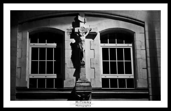 http://la-rose-noir.chez-alice.fr/BlogPhotoLoireAtlantique/saint_nazaire_avant_guerre_vestige_croix_et_calvaire_noir-et-blanc_mur_fenetre_bord_de_mer_mrtimmy_photographie.jpg